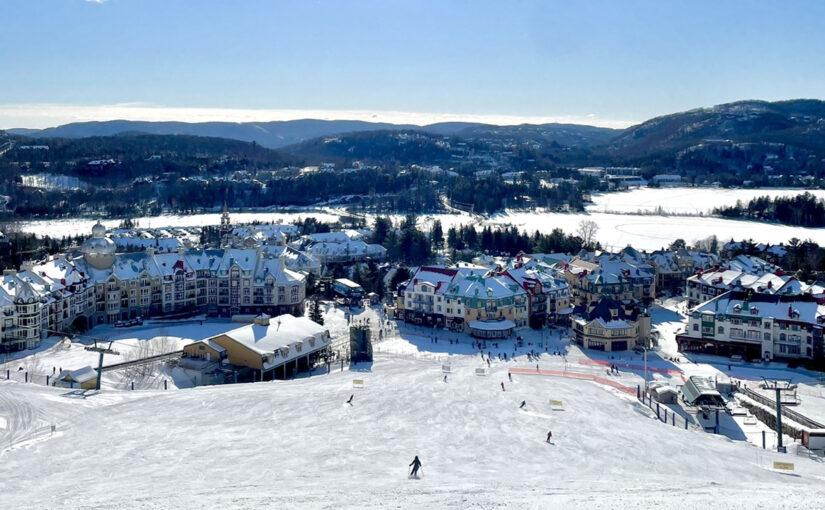 写真:山の上からスキーコースを見下ろした様子